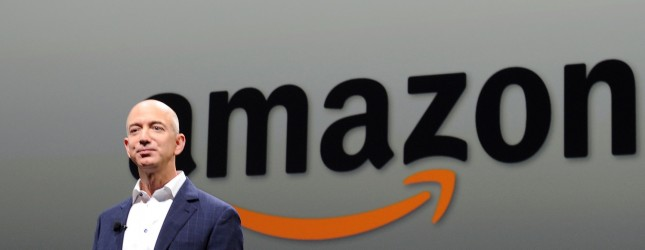 Jeff Bezos, fundador da Amazon compra o Washington Post por US$250 milhões.