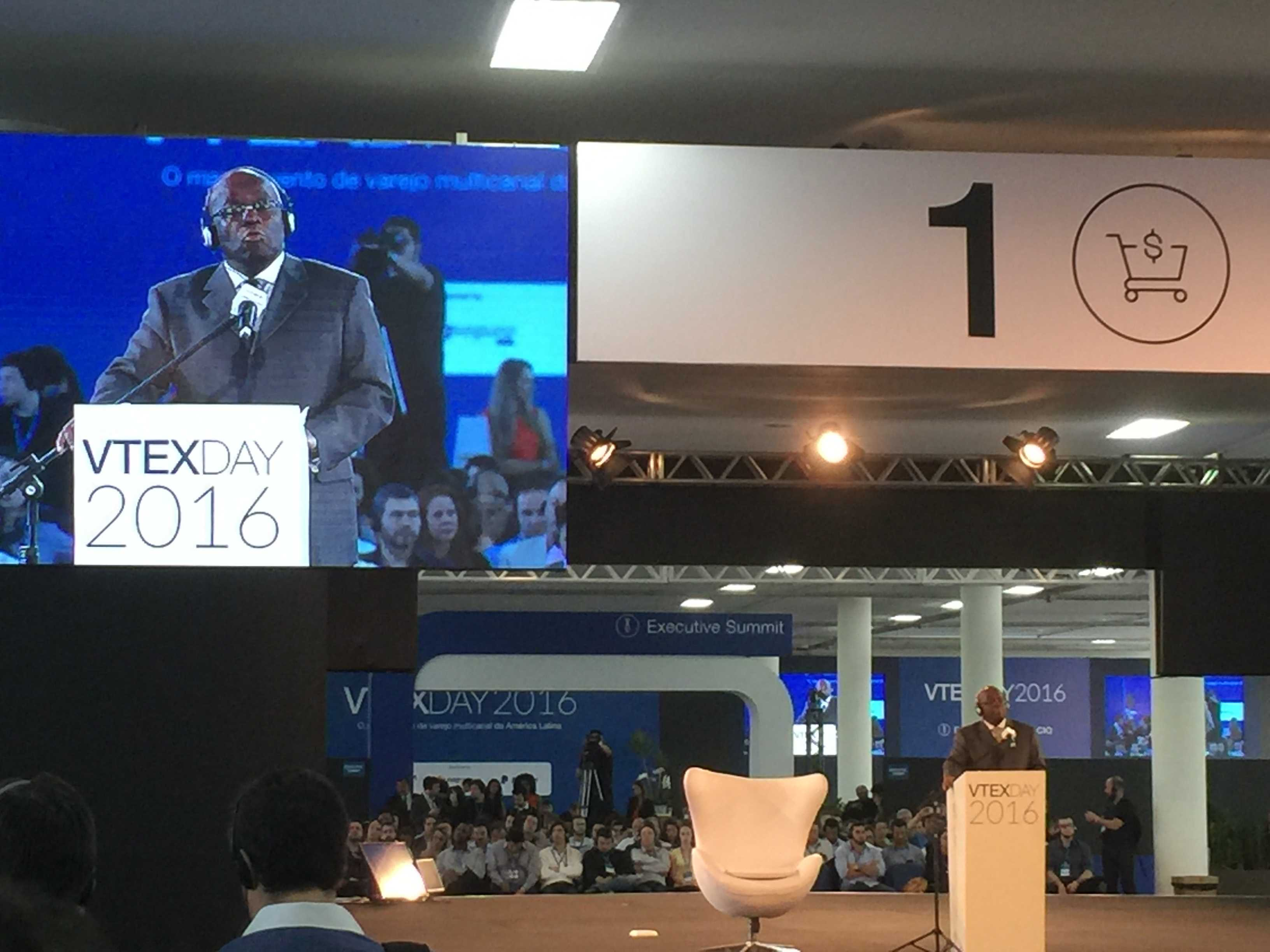 Joaquim Barbosa no palco do VTEX Day.