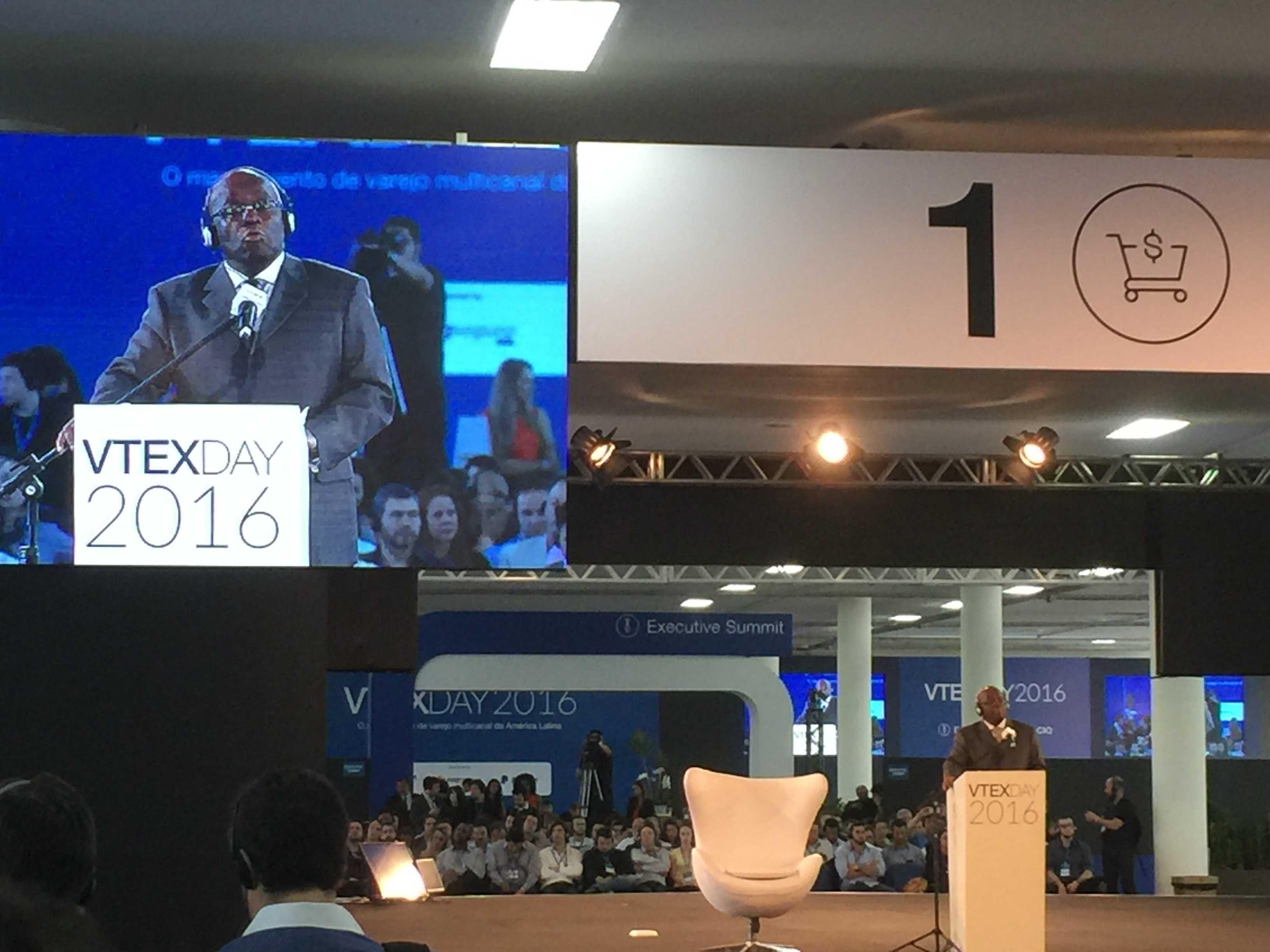 Joaquim Barbosa no palco do VTEX Day.